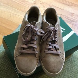 Puma tan suede with